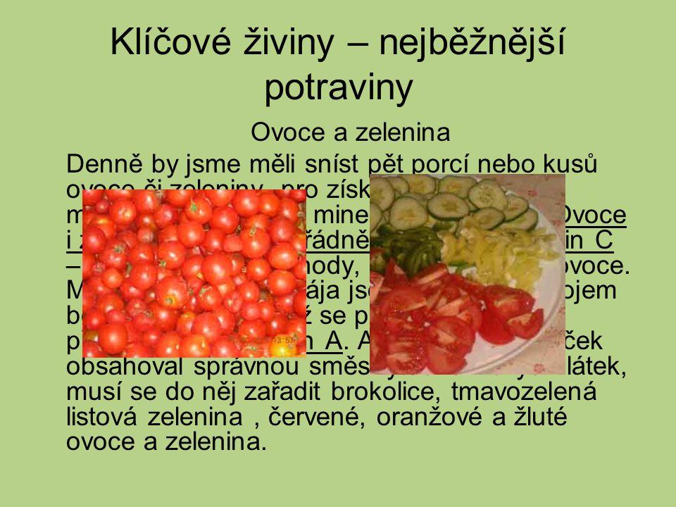 Ovoce a zelenina Denně by jsme měli sníst pět porcí nebo kusů ovoce či zeleniny, pro získání přiměřeného množství vitaminů a minerálů v potravě.