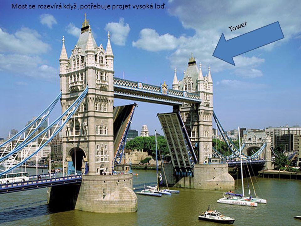 Vidíš právě most Tower Bridge. Klikni přesně na jeho polovinu a uvidíš jak se umí rozevřít.