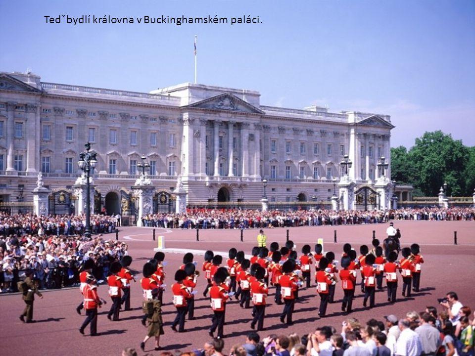 Zde sídlila královna dříve. Kde sídlí dnes?Klikni na šipku.