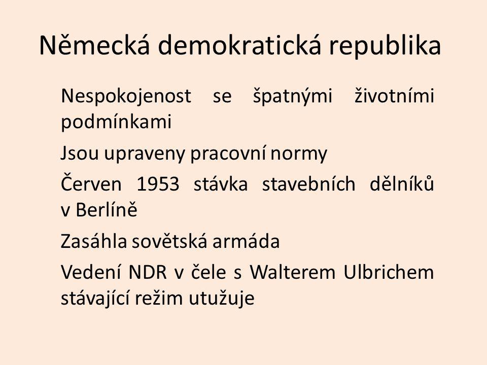 Polsko Manifestační vystoupení dělníků v Poznani Brutálně potlačeno v červnu roku 1956 Říjen 1956 spory uvnitř vládnoucí komunistické strany Odmítán dialog s veřejností Chruščov podpořil reformní skupinu kolem Wladislava Gomulky Výjimkou je polský venkov a římskokatolická církev, která si udržovala výsadní postavení