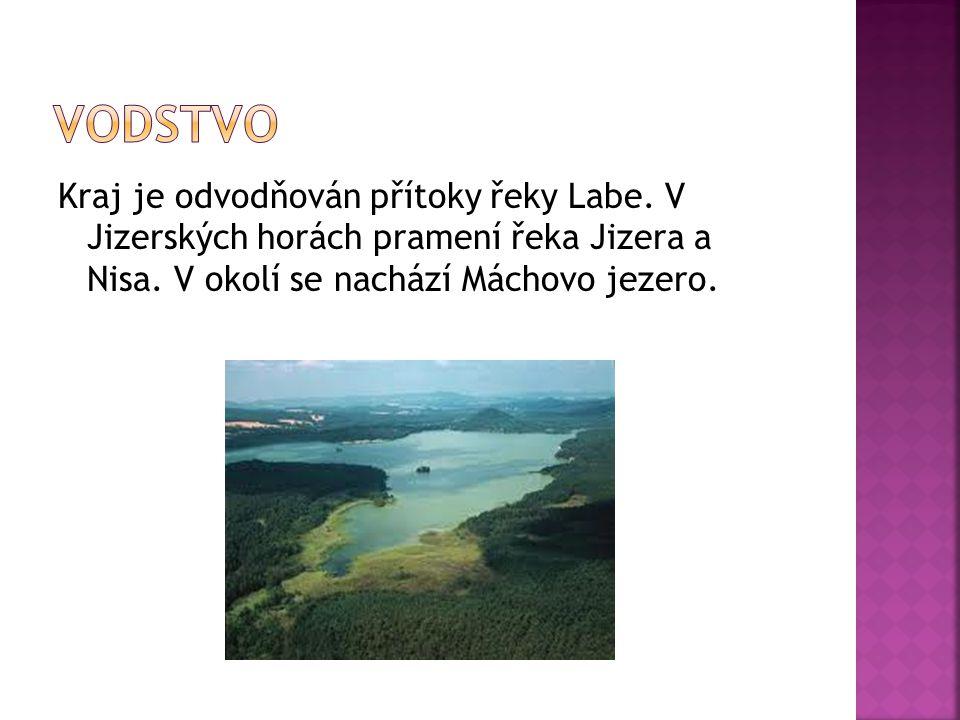 Kraj je odvodňován přítoky řeky Labe. V Jizerských horách pramení řeka Jizera a Nisa. V okolí se nachází Máchovo jezero.