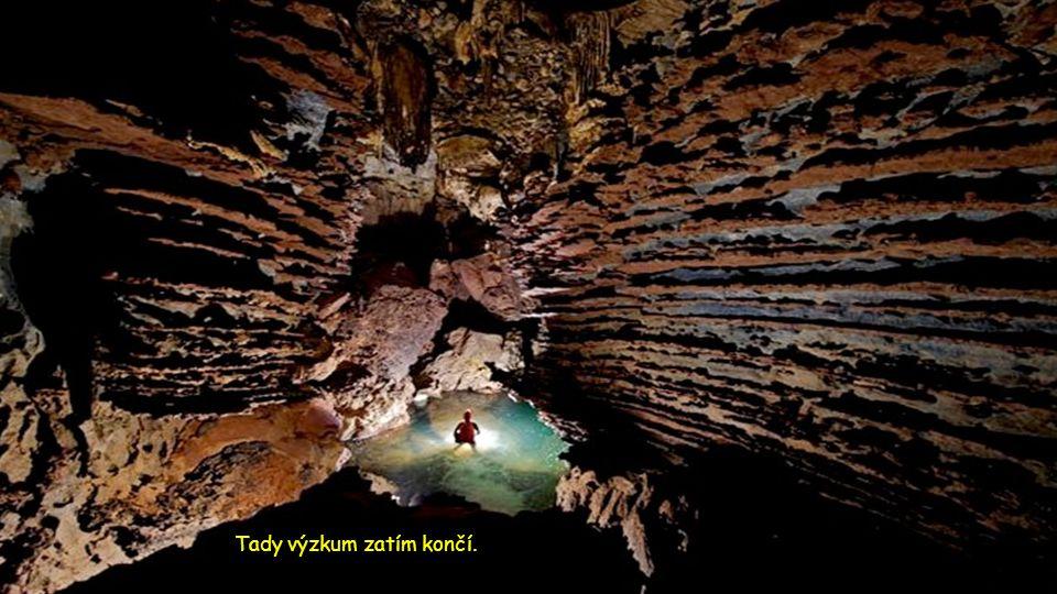 Po 6 km průzkumu, je cesta blokována gigantickou skalní kalcitovou stěnou.