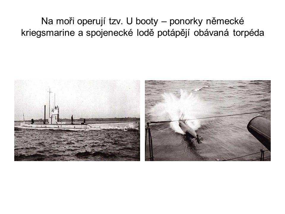 Na moři operují tzv. U booty – ponorky německé kriegsmarine a spojenecké lodě potápějí obávaná torpéda