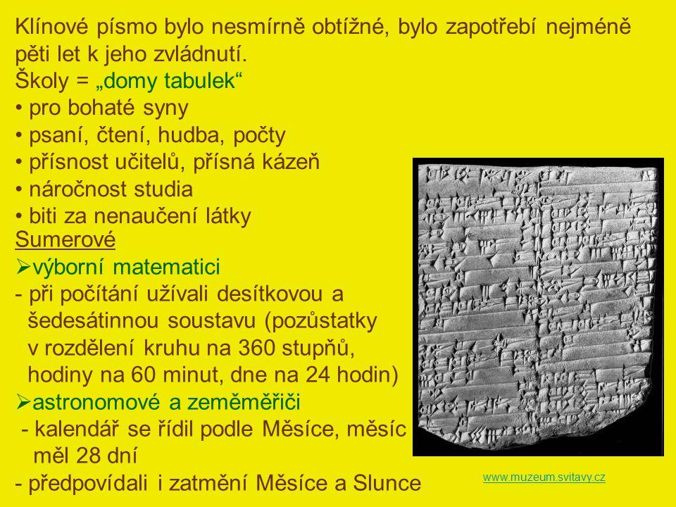 """www.muzeum.svitavy.cz Klínové písmo bylo nesmírně obtížné, bylo zapotřebí nejméně pěti let k jeho zvládnutí. Školy = """"domy tabulek"""" pro bohaté syny ps"""