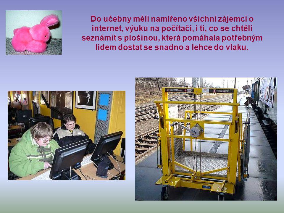 Netvlak přijel do Boskovic, kde ho pracovní tým vybavil vším potřebným a nazdobil. Byly to dva vagóny. Jeden zelený, kde byla počítačová učebna.