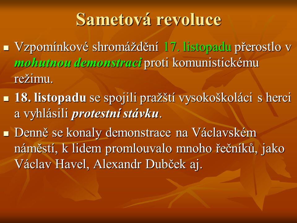 Sametová revoluce Vzpomínkové shromáždění 17. listopadu přerostlo v mohutnou demonstraci proti komunistickému režimu. Vzpomínkové shromáždění 17. list