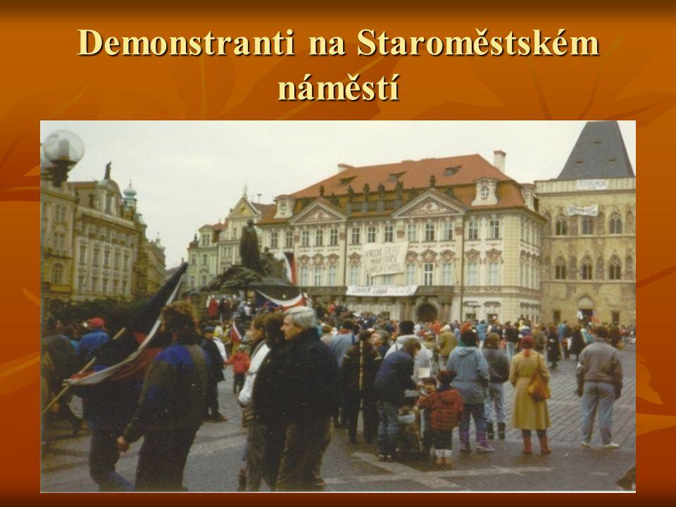 Demonstranti na Staroměstském náměstí