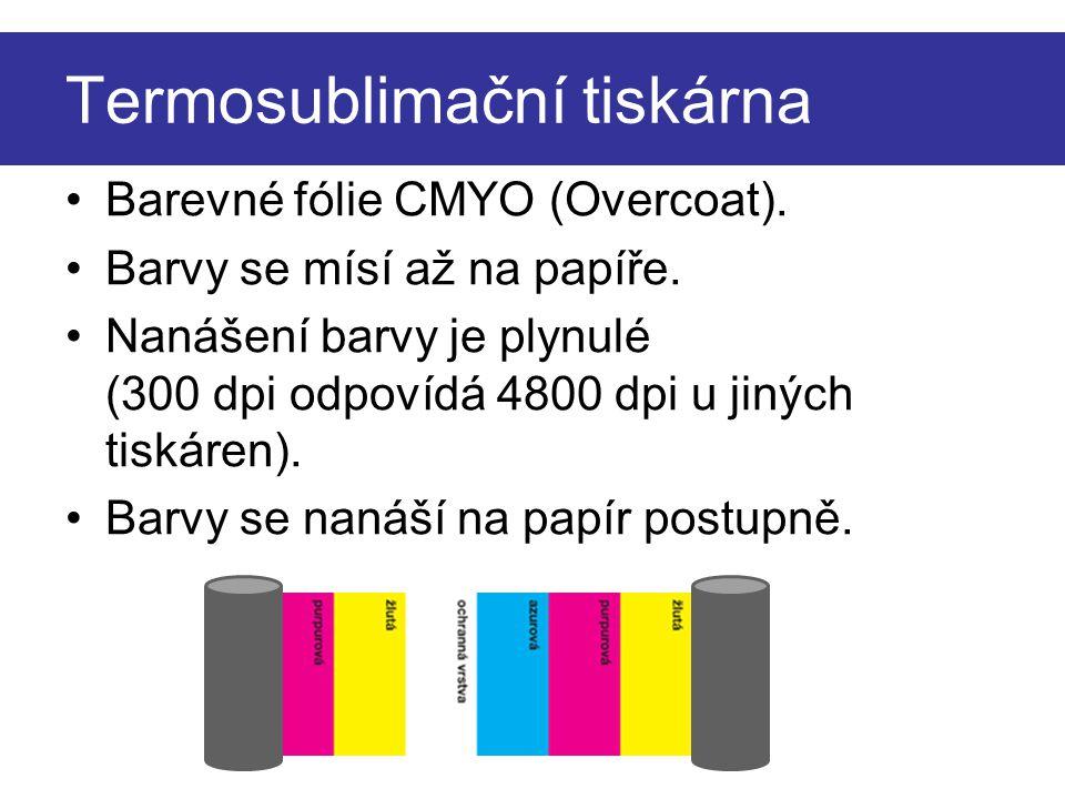 Termosublimační tiskárna Barevné fólie CMYO (Overcoat). Barvy se mísí až na papíře. Nanášení barvy je plynulé (300 dpi odpovídá 4800 dpi u jiných tisk