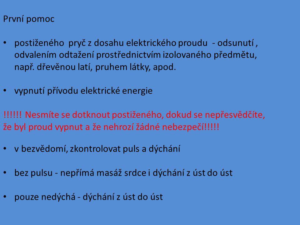 První pomoc postiženého pryč z dosahu elektrického proudu - odsunutí, odvalením odtažení prostřednictvím izolovaného předmětu, např.