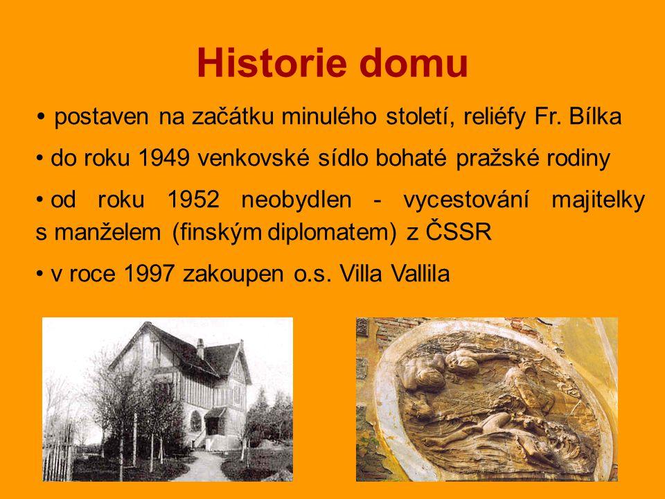 Historie domu postaven na začátku minulého století, reliéfy Fr.