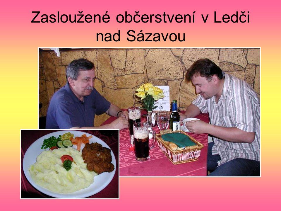 Kdysi cukrárna T. Soldáta v Ledči nad Sázavou Hoši na táborech nevynechali příležitost smlsnout si na dortech