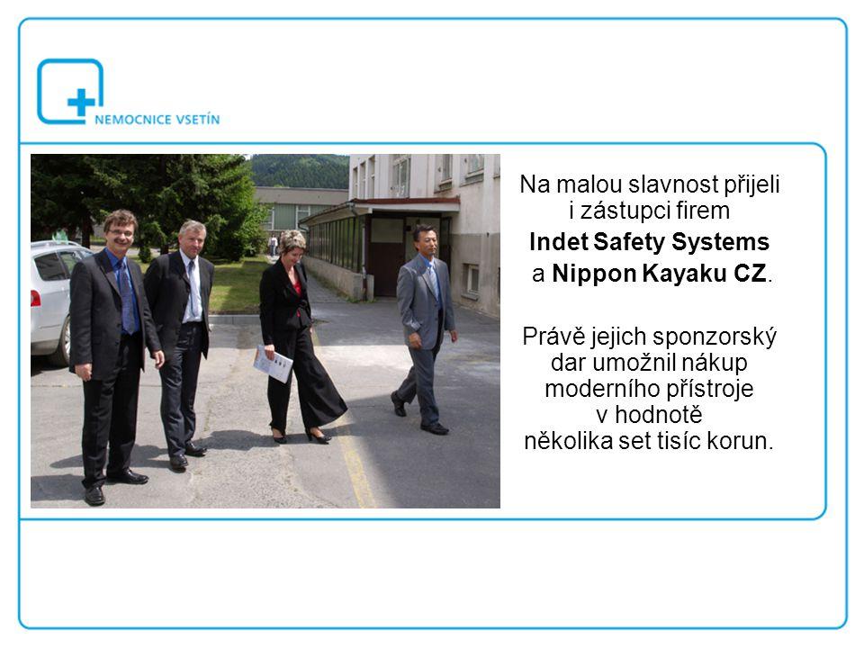 Na malou slavnost přijeli i zástupci firem Indet Safety Systems a Nippon Kayaku CZ. Právě jejich sponzorský dar umožnil nákup moderního přístroje v ho