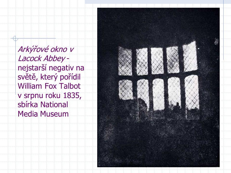 Arkýřové okno v Lacock Abbey - nejstarší negativ na světě, který pořídil William Fox Talbot v srpnu roku 1835, sbírka National Media Museum