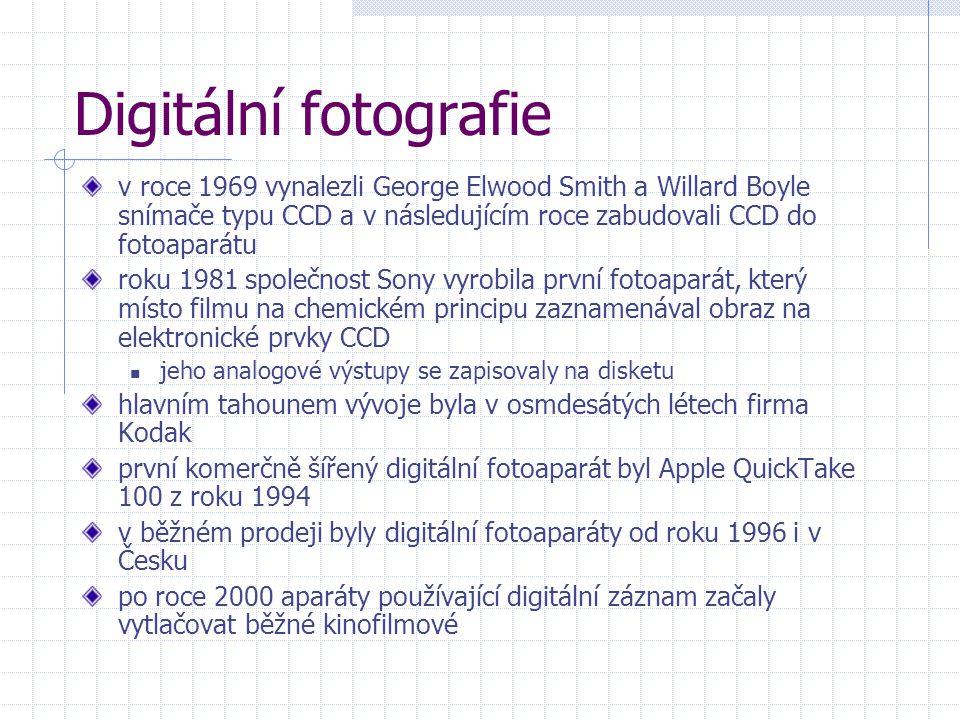 Digitální fotografie v roce 1969 vynalezli George Elwood Smith a Willard Boyle snímače typu CCD a v následujícím roce zabudovali CCD do fotoaparátu ro