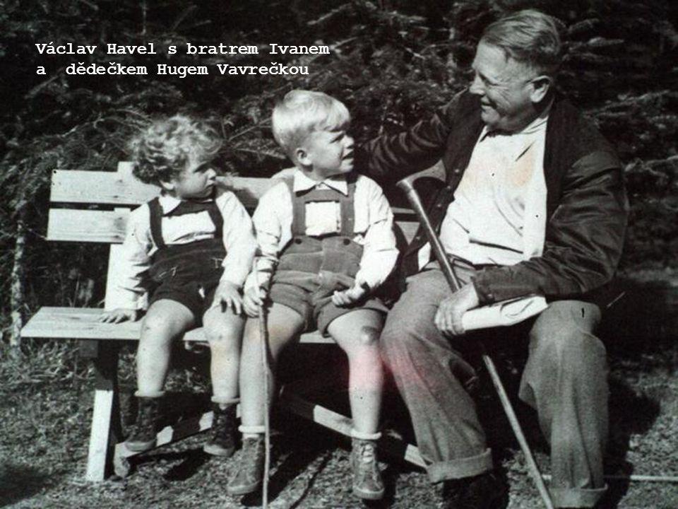 Václav Havel s bratrem Ivanem a dědečkem Hugem Vavrečkou