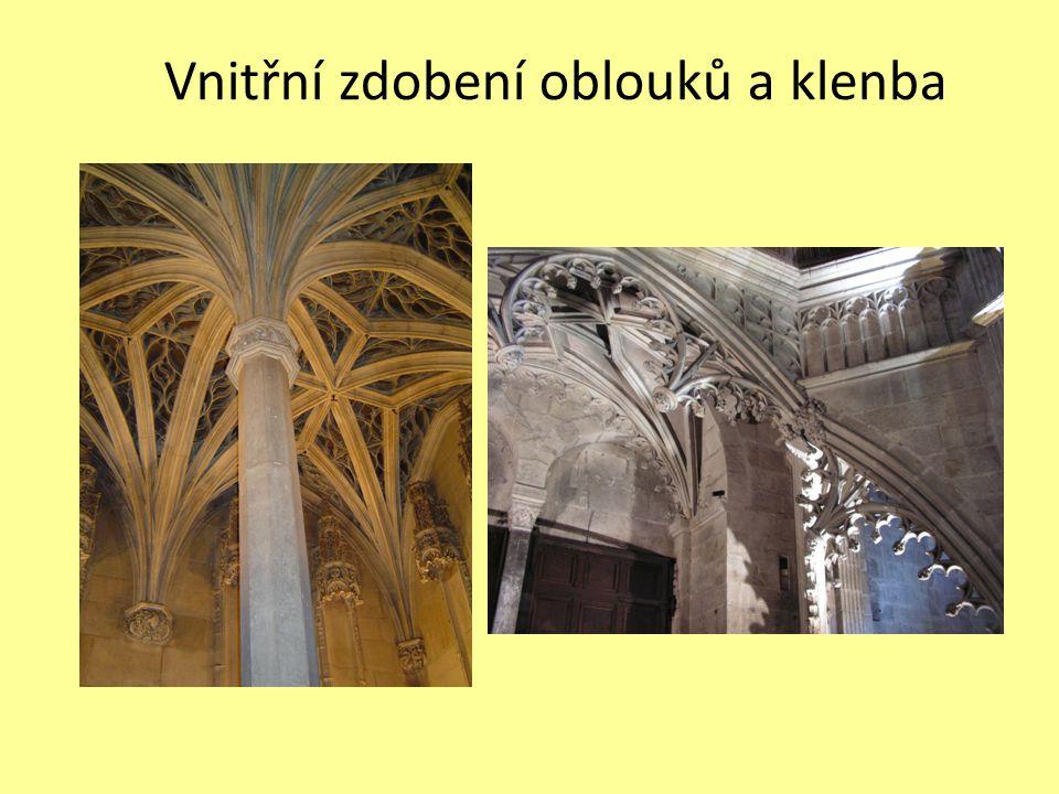 Vnitřní zdobení oblouků a klenba