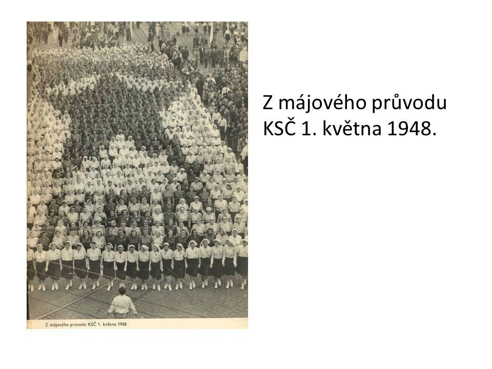 Z májového průvodu KSČ 1. května 1948.