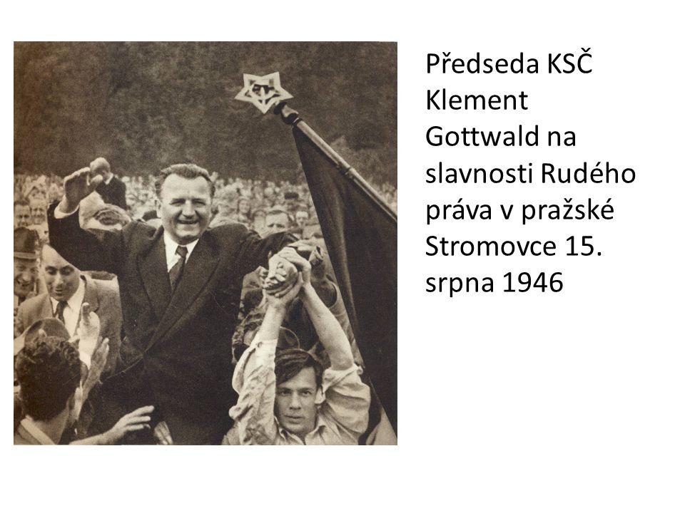 Předseda KSČ Klement Gottwald na slavnosti Rudého práva v pražské Stromovce 15. srpna 1946