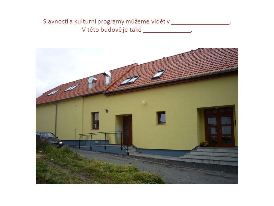 Slavnosti a kulturní programy můžeme vidět v _________________. V této budově je také ______________.