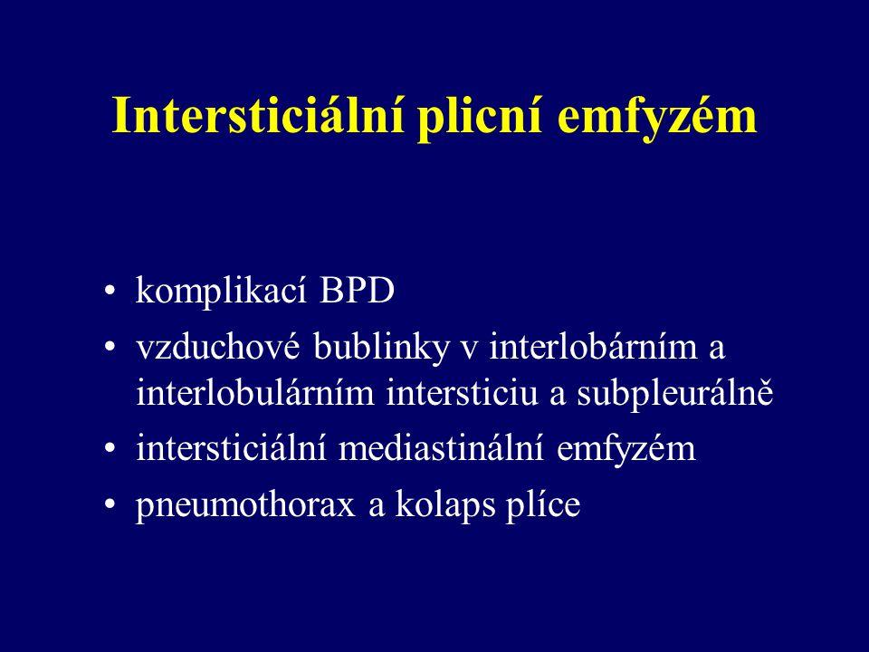 Intersticiální plicní emfyzém komplikací BPD vzduchové bublinky v interlobárním a interlobulárním intersticiu a subpleurálně intersticiální mediastinální emfyzém pneumothorax a kolaps plíce