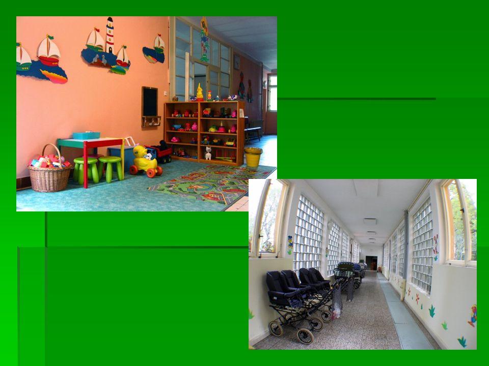 Jednotlivá oddělení (5 oddělení)   Batolárna + domov   tvořeny celkem 3 rodinnými buňkami pro děti převážně batolecího věku   Oddělení Rodič – dítě   kapacita 2 místa - oddělení umožňuje přijímat dospělé osoby, ať již výjimečně k azylovému pobytu (s dítětem/dětmi) nebo k zácviku této osoby v péči o dítě