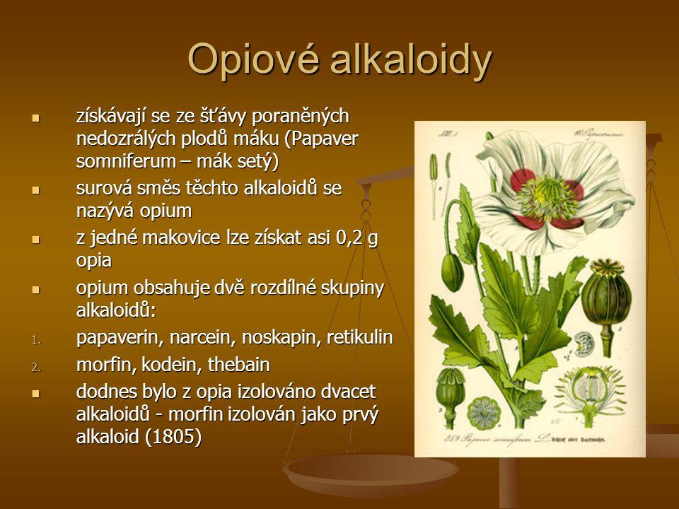 Opiové alkaloidy získávají se ze šťávy poraněných nedozrálých plodů máku (Papaver somniferum – mák setý) získávají se ze šťávy poraněných nedozrálých plodů máku (Papaver somniferum – mák setý) surová směs těchto alkaloidů se nazývá opium surová směs těchto alkaloidů se nazývá opium z jedné makovice lze získat asi 0,2 g opia z jedné makovice lze získat asi 0,2 g opia opium obsahuje dvě rozdílné skupiny alkaloidů: opium obsahuje dvě rozdílné skupiny alkaloidů: 1.