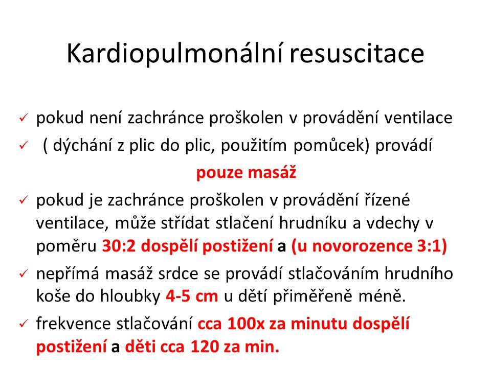 pokud není zachránce proškolen v provádění ventilace ( dýchání z plic do plic, použitím pomůcek) provádí pouze masáž pokud je zachránce proškolen v provádění řízené ventilace, může střídat stlačení hrudníku a vdechy v poměru 30:2 dospělí postižení a (u novorozence 3:1) nepřímá masáž srdce se provádí stlačováním hrudního koše do hloubky 4-5 cm u dětí přiměřeně méně.