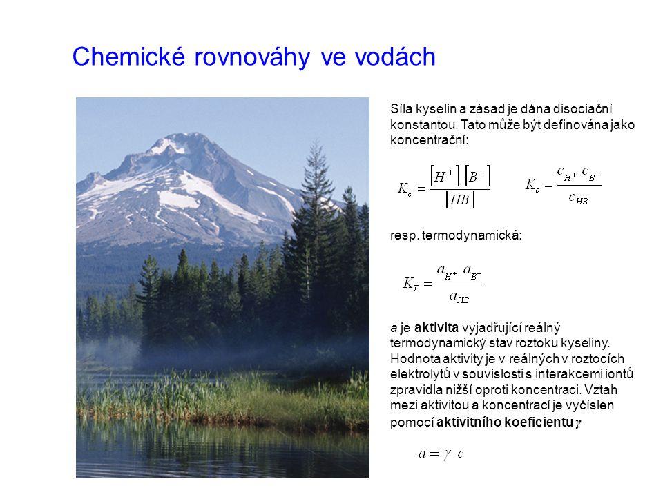 Chemické rovnováhy ve vodách Síla kyselin a zásad je dána disociační konstantou. Tato může být definována jako koncentrační: resp. termodynamická: a j