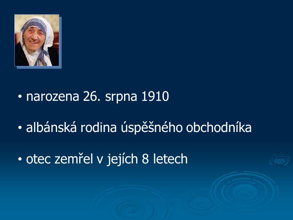narozena 26. srpna 1910 albánská rodina úspěšného obchodníka otec zemřel v jejích 8 letech