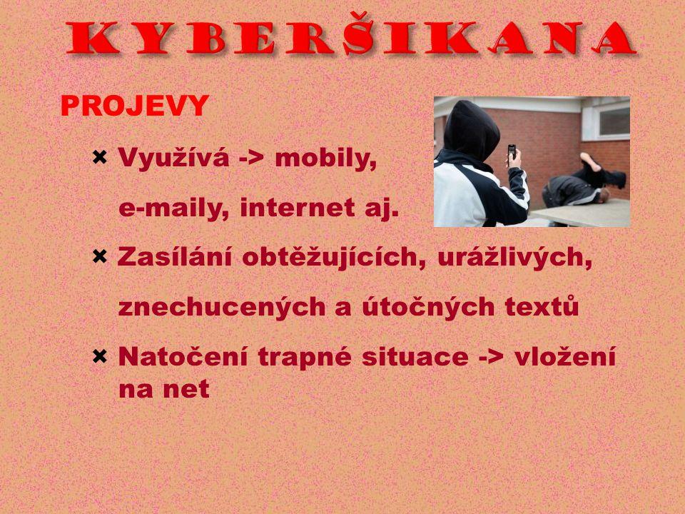 PROJEVY × Využívá -> mobily, e-maily, internet aj.
