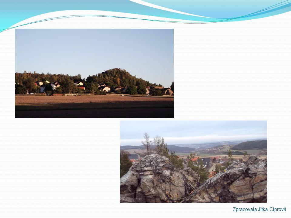 Hudlická skála Hudlická skála – 487m.n.m. Je uváděna v učebnicích geologie jako typická ukázka buližníkových skalek. Hudlická skála je orientována při