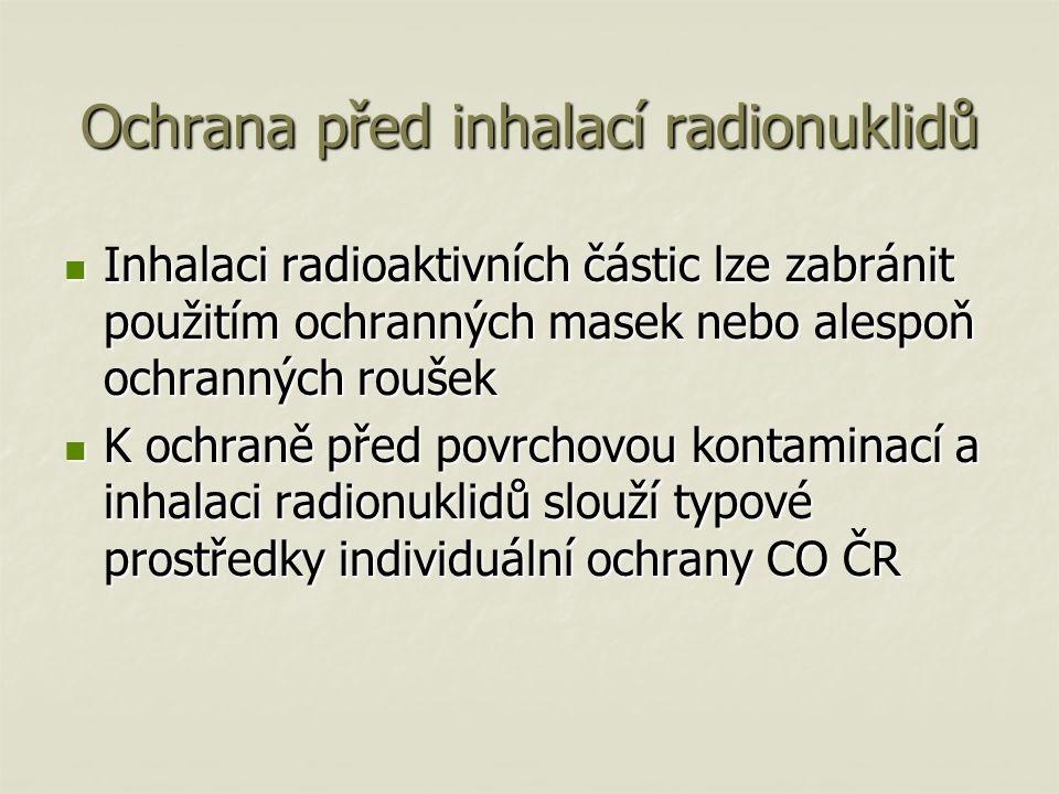 Ochrana před inhalací radionuklidů Inhalaci radioaktivních částic lze zabránit použitím ochranných masek nebo alespoň ochranných roušek Inhalaci radioaktivních částic lze zabránit použitím ochranných masek nebo alespoň ochranných roušek K ochraně před povrchovou kontaminací a inhalaci radionuklidů slouží typové prostředky individuální ochrany CO ČR K ochraně před povrchovou kontaminací a inhalaci radionuklidů slouží typové prostředky individuální ochrany CO ČR