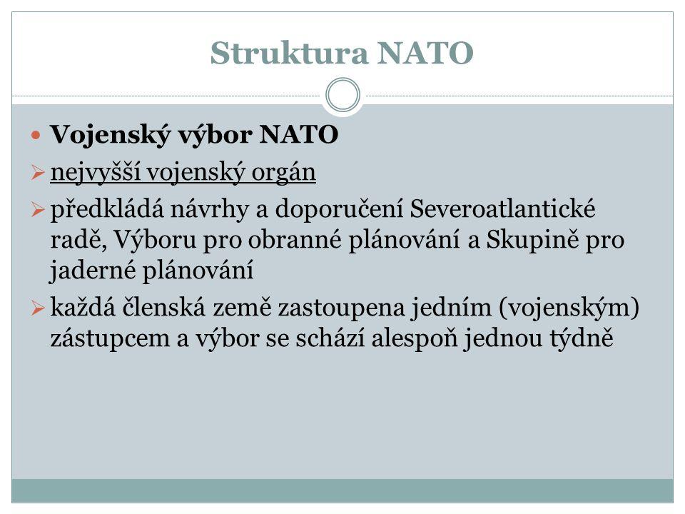 Struktura NATO Vojenský výbor NATO  nejvyšší vojenský orgán  předkládá návrhy a doporučení Severoatlantické radě, Výboru pro obranné plánování a Skupině pro jaderné plánování  každá členská země zastoupena jedním (vojenským) zástupcem a výbor se schází alespoň jednou týdně