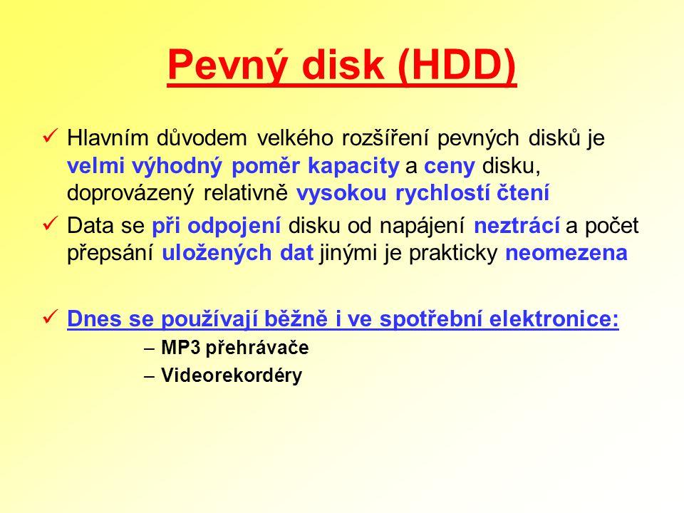 Pevný disk (HDD) Hlavním důvodem velkého rozšíření pevných disků je velmi výhodný poměr kapacity a ceny disku, doprovázený relativně vysokou rychlostí