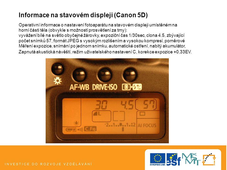 Informace na stavovém displeji (Canon 5D) Operativní informace o nastavení fotoaparátu na stavovém displeji umístěném na horní části těla (obvykle s možností prosvětlení za tmy): vyvážení bílé na světlo obyčejné žárovky, expoziční čas 1/30sec, clona 4.5, zbývající počet snímků 57, formát JPEG s vysokým rozlišením a vysokou kompresí, poměrové Měření expozice, snímání po jednom snímku, automatické ostření, nabitý akumulátor, Zapnutá akustická návěští, režim uživatelského nastavení C, korekce expozice +0,33EV.