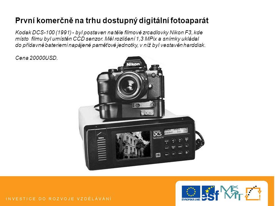 První komerčně na trhu dostupný digitální fotoaparát Kodak DCS-100 (1991) - byl postaven na těle filmové zrcadlovky Nikon F3, kde místo filmu byl umístěn CCD senzor.