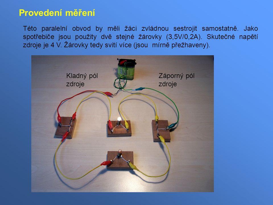 Této paralelní obvod by měli žáci zvládnou sestrojit samostatně. Jako spotřebiče jsou použity dvě stejné žárovky (3,5V/0,2A). Skutečné napětí zdroje j