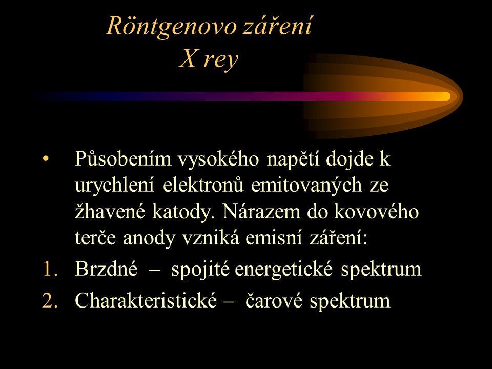 Röntgenovo záření X rey Působením vysokého napětí dojde k urychlení elektronů emitovaných ze žhavené katody. Nárazem do kovového terče anody vzniká em