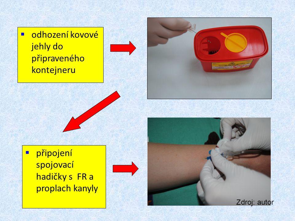  odhození kovové jehly do připraveného kontejneru  připojení spojovací hadičky s FR a proplach kanyly Zdroj: autor