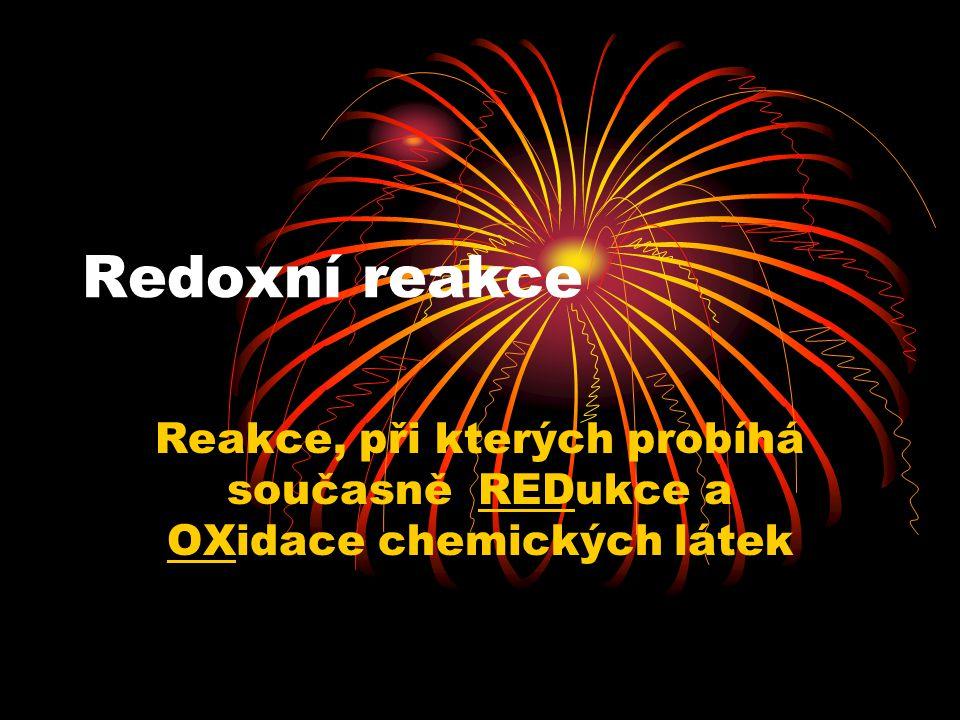 Redoxní reakce Reakce, při kterých probíhá současně REDukce a OXidace chemických látek