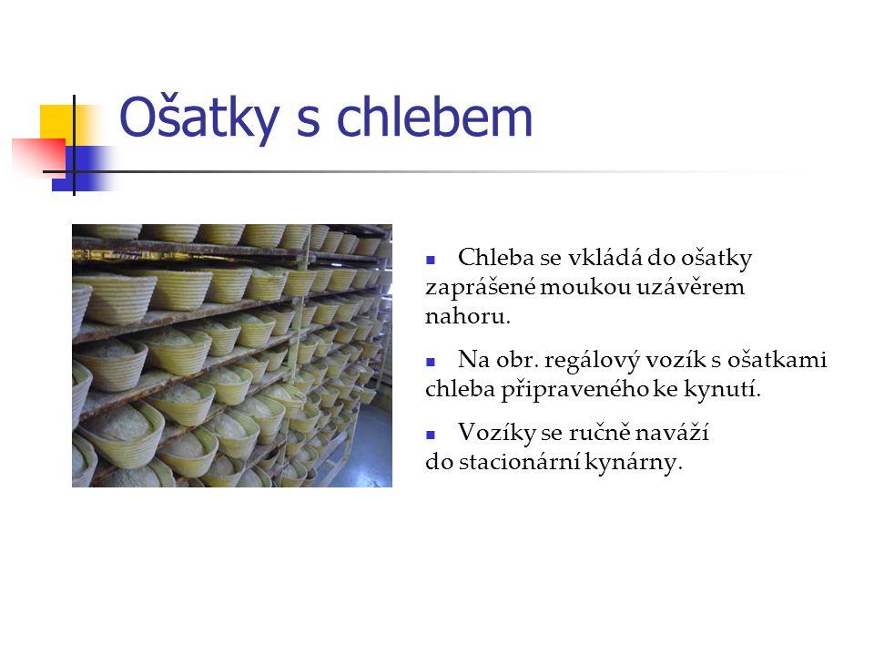Ošatky s chlebem Chleba se vkládá do ošatky zaprášené moukou uzávěrem nahoru. Na obr. regálový vozík s ošatkami chleba připraveného ke kynutí. Vozíky