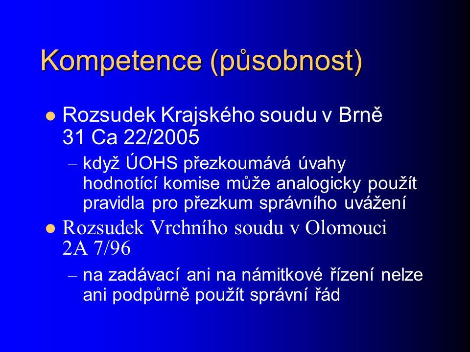 Kompetence (působnost) Rozsudek Krajského soudu v Brně 31 Ca 22/2005 – když ÚOHS přezkoumává úvahy hodnotící komise může analogicky použít pravidla pro přezkum správního uvážení Rozsudek Vrchního soudu v Olomouci 2A 7/96 – na zadávací ani na námitkové řízení nelze ani podpůrně použít správní řád