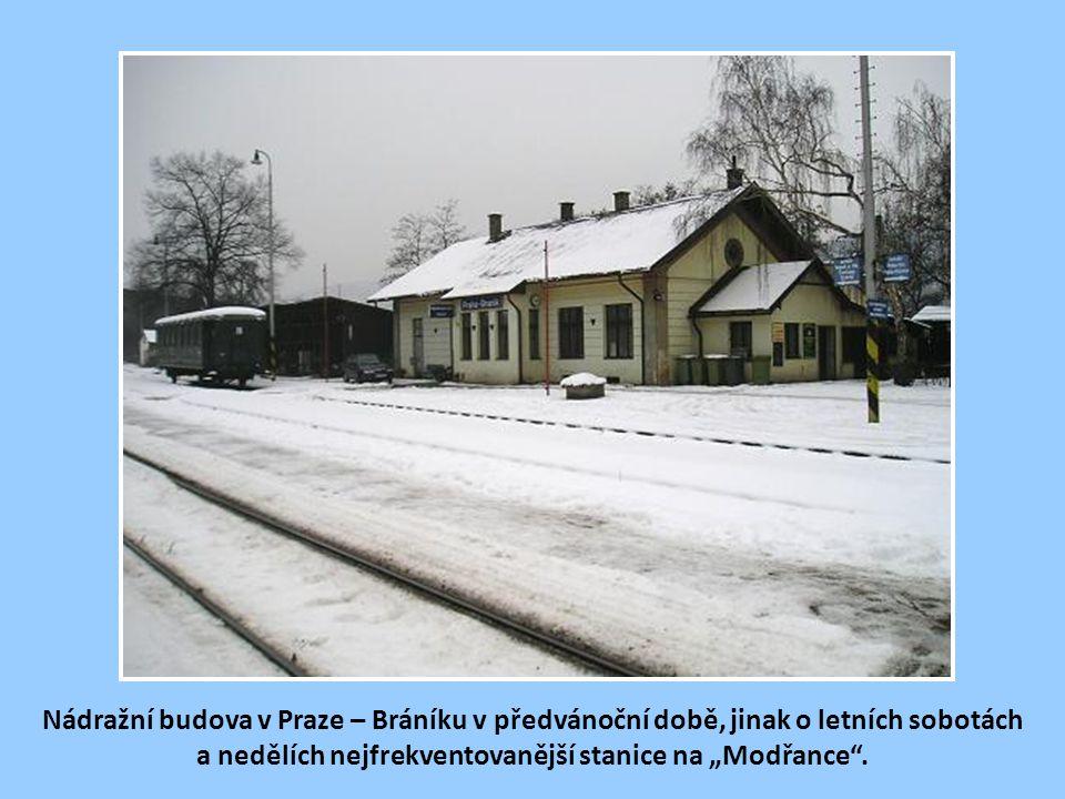 Podolská cementárna, k níž vedla ze stanice Bráník-Hodkovička v l. 1898-1945 železniční vlečka. Na této vlečce se v meziválečném období uvažovalo zavé