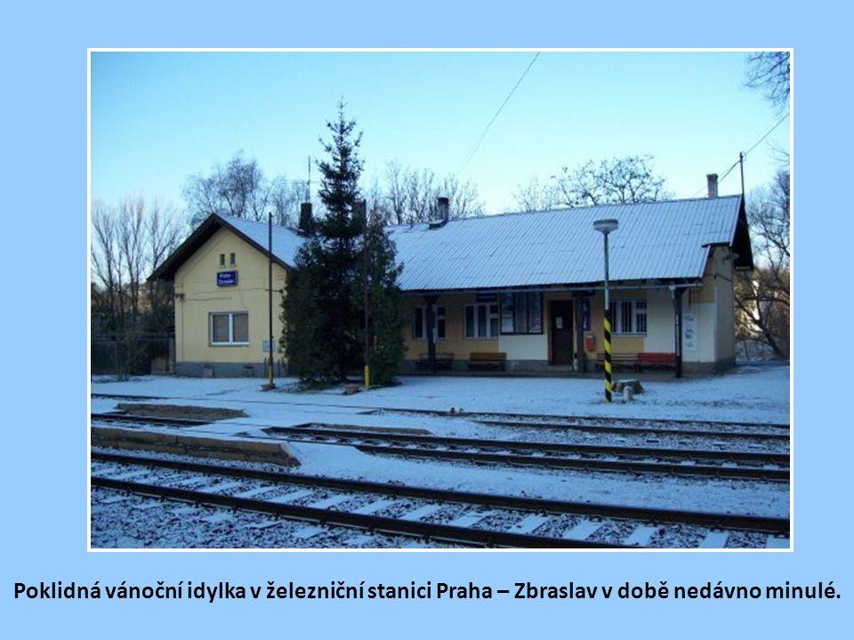 Historická pohlednice (z 20. let minulého století) přibližuje železniční stanici Zbraslav, tehdy ještě samostatné obce u Prahy. Starý železný most z r
