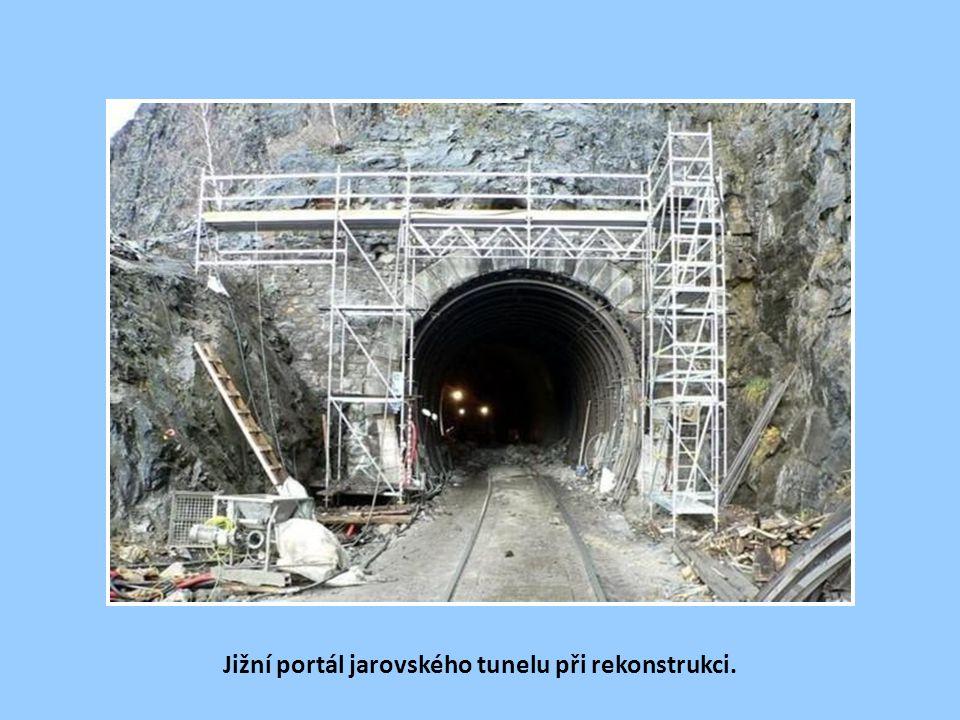 Jižní portál jarovského tunelu.