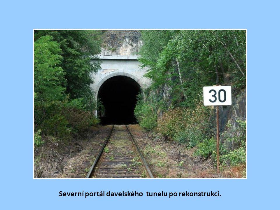 Jižní portál libřického tunelu před Davlí.