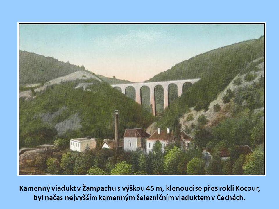 Romantické Posázaví s otřesnou nádražní budovou v bývalé stanici Luka pod Medníkem. Ve stanici je v současnosti zavedena nepřetržitá výluka dopravní s
