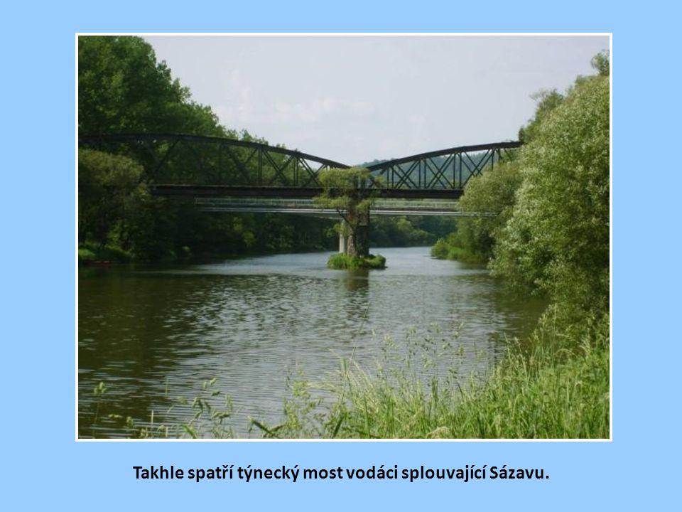 Železniční most v Týnci nad Sázavou.