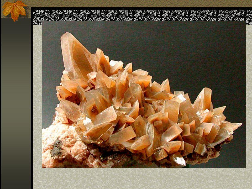 SKALICE MODRÁ (CHALKANTIT CuSO 4.5 H 2 O) Je dobře rozpustná ve vodě Trojklonná soustava Výskyt pouze jako povlaky, krápníčky v jeskyních, skalních dutinách a ve starých dolech