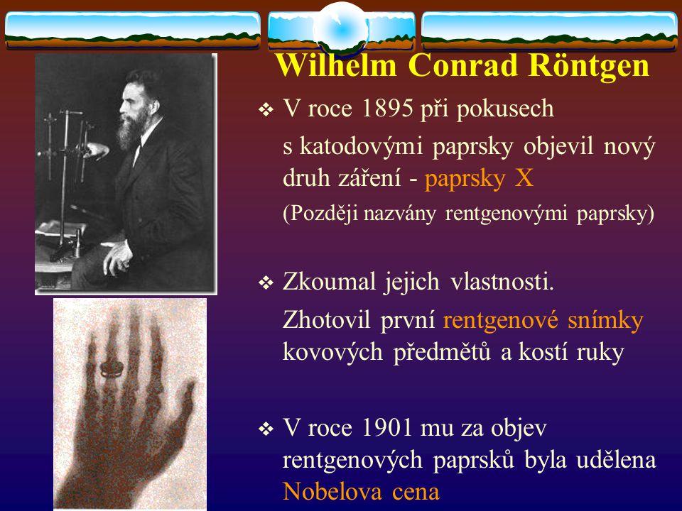  V roce 1895 při pokusech s katodovými paprsky objevil nový druh záření - paprsky X (Později nazvány rentgenovými paprsky)  Zkoumal jejich vlastnost